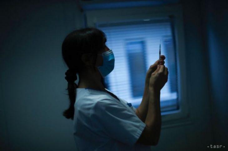 Od soboty 13.2. začnú očkovať vybraných 40.000 učiteľov
