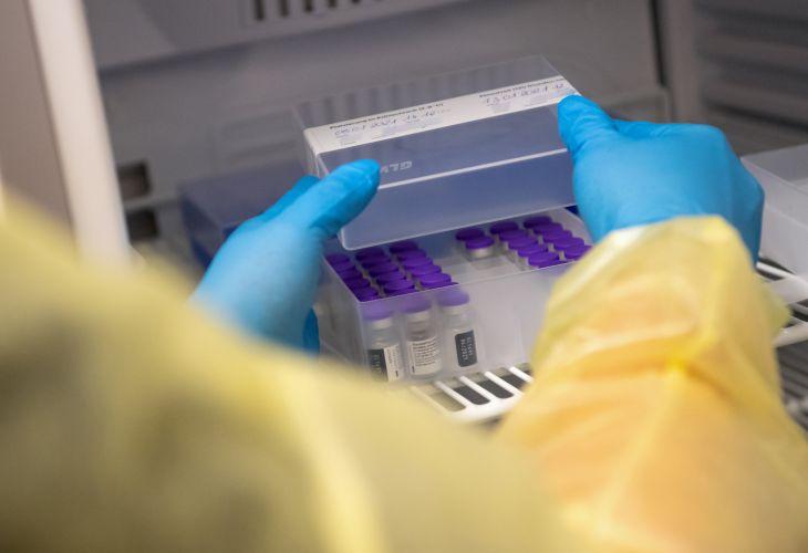 Do 1. fázy očkovania pribudli ďalšie kategórie zamestnancov