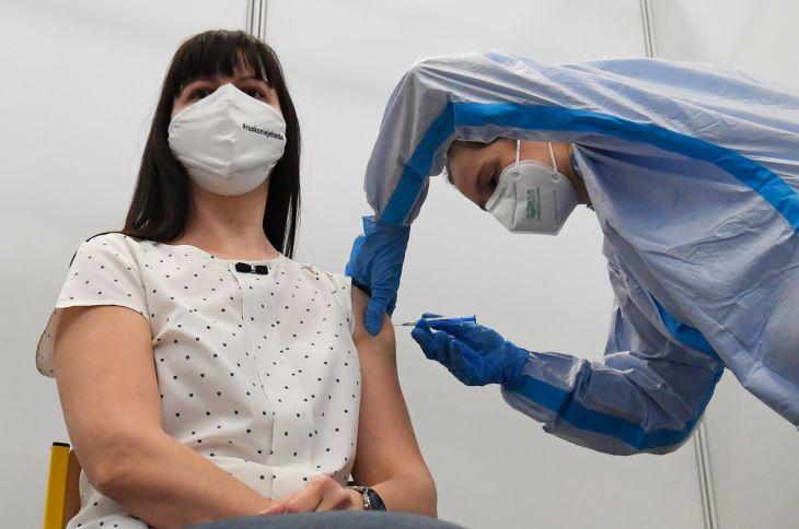 Na očkovanie sa môžu prihlásiť aj predavači a vodiči MHD