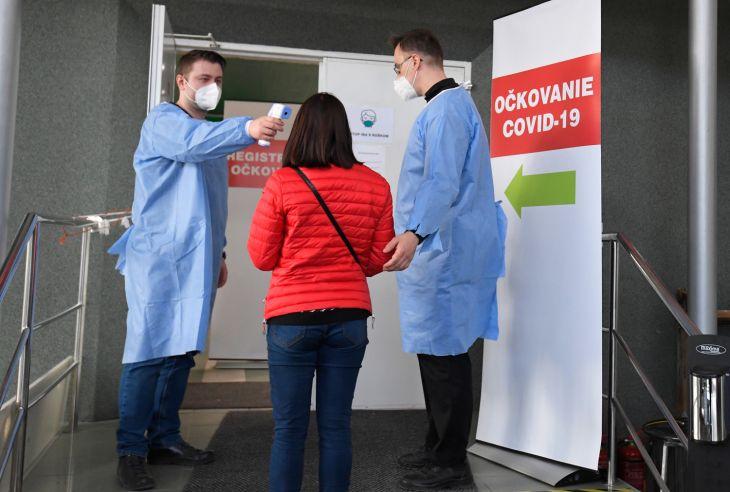 MZ SR mení očkovaciu stratégiu proti novému koronavírusu