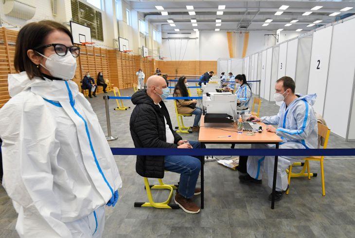 Veľkokapacitné centrum v Košiciach pokračuje v očkovaní