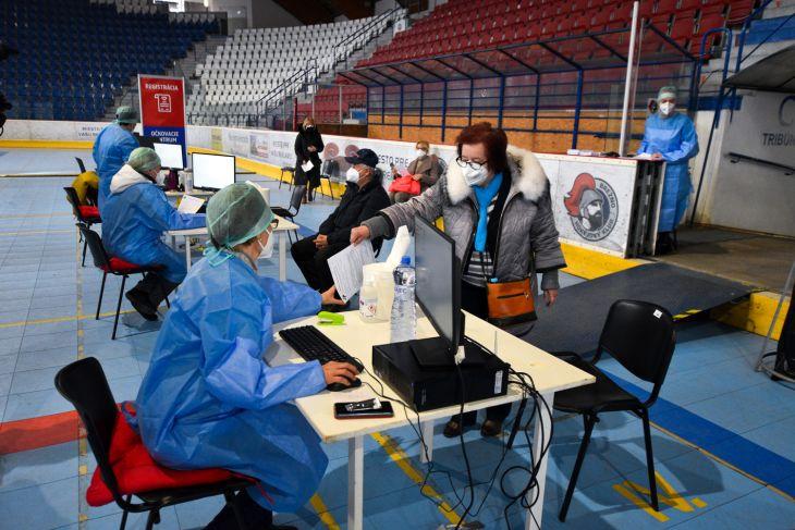 V Brezne otvorili veľkokapacitné očkovacie centrum