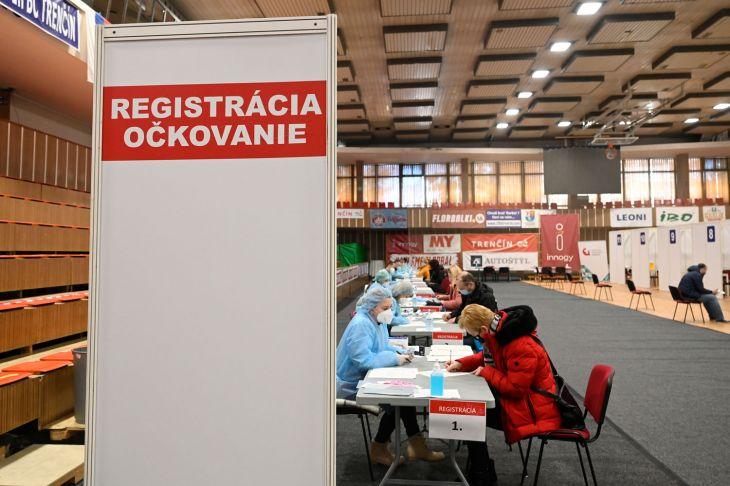 Zdravotníci z FN Trenčín zaočkovali už takmer 50.000 ľudí