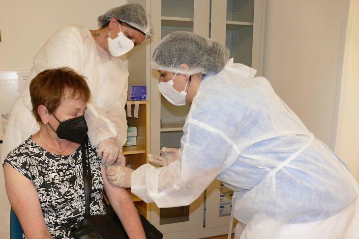 Zmena miesta a času očkovania druhou dávkou už aj online